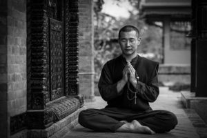 гуру медитирует