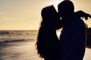 поцелуй на море