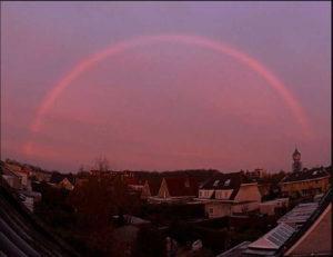 Красная радуга в Нидерландах