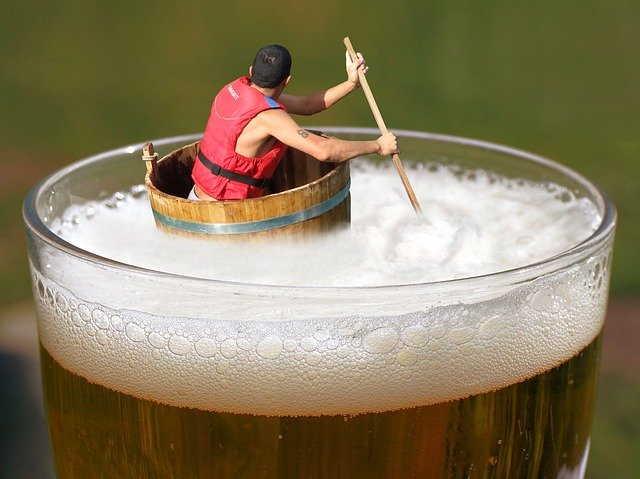 плавать в пиве